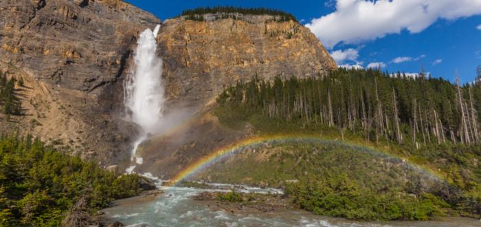 atractivos-canadienses-cascada-takakkaw