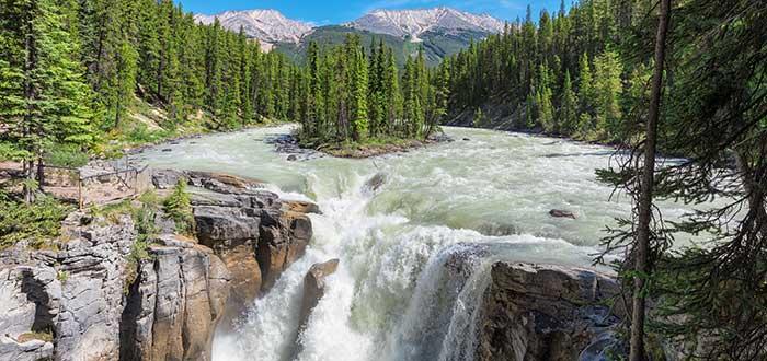 atractivos-canadienses-cascadas-sunwapta