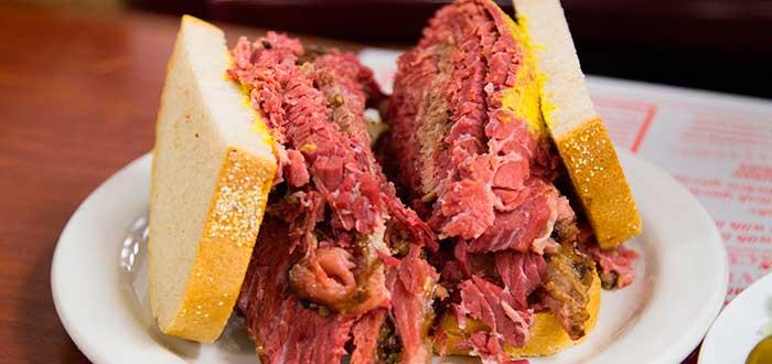 Smoked-meat-sandwich