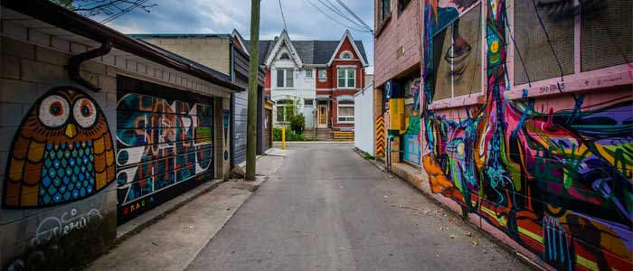 Grafitis en Queen Street, Toronto.