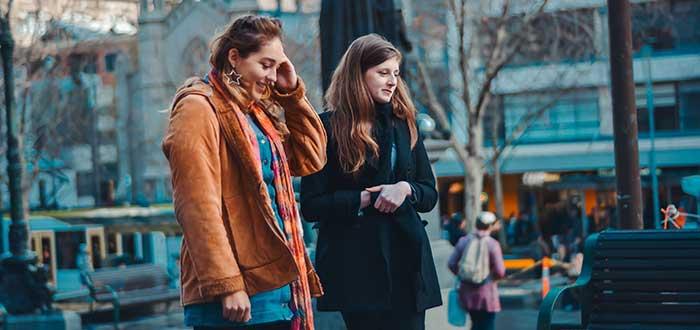Hacer amigos en el extranjero Recorre la ciudad en busca de amigos