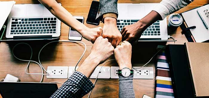 Hacer amigos en el extranjero Las redes sociales son un buen lugar para hacer amigos