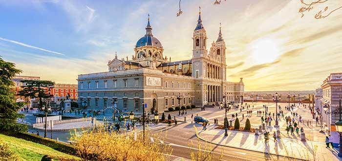 Que ver en Madrid Catedral Almudena_clima español