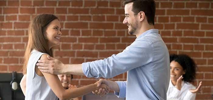 Consigue un ascenso o un mejor trabajo, uno de los beneficios de aprender inglés