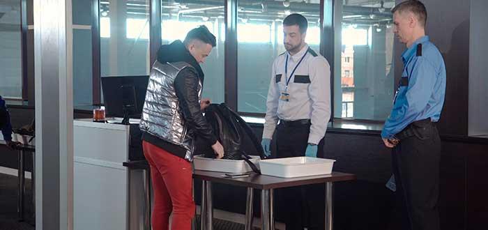 Pasa los controles de seguridad sin nervios antes de tu primer viaje en avión